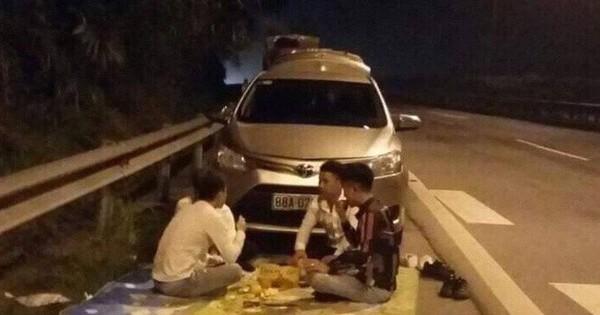 CSGT xử lý nhóm thanh niên ngang nhiên ngồi ăn đêm trên cao tốc Nội Bài – Lào Cai