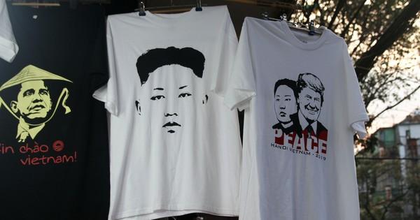 Kiếm chục triệu mỗi ngày nhờ bán áo in hình Donald Trump – Kim Jong Un