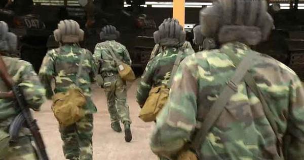 Lính xe tăng ở chiến trường: Xả cả băng AK hạ lợn rừng – Những bữa thịt tươi quý giá