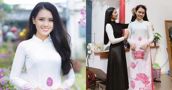 Nữ sinh mặc áo dài nền sen hồng tặng hoa cho Tổng thống Mỹ Donald Trump khi rời Việt Nam là ai?