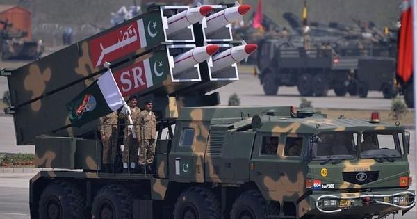 """Ấn Độ – Pakistan đe doạ nã """"mưa"""" tên lửa vào nhau"""