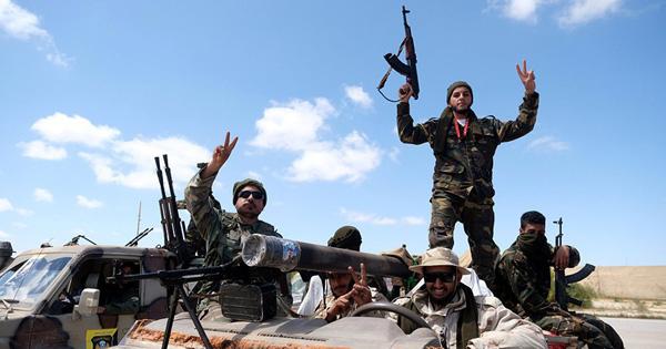 """Áp dụng """"nguyên tắc vàng"""" ngoại giao, Nga không muốn bỏ """"tất cả trứng vào một giỏ"""" ở Libya?"""