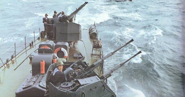 Ngạc nhiên trước hình ảnh Hải quân Trung Quốc cách đây vài thập kỷ
