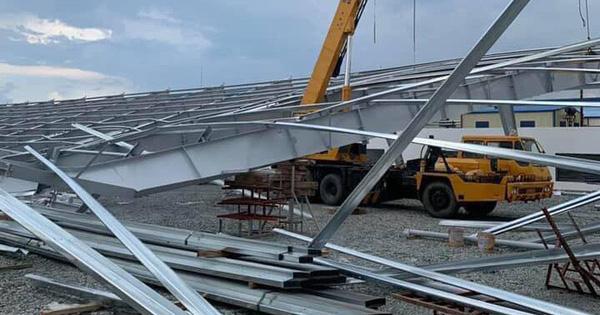 Khung nhà xưởng nặng hàng chục tấn đổ sập, 4 người thương vong