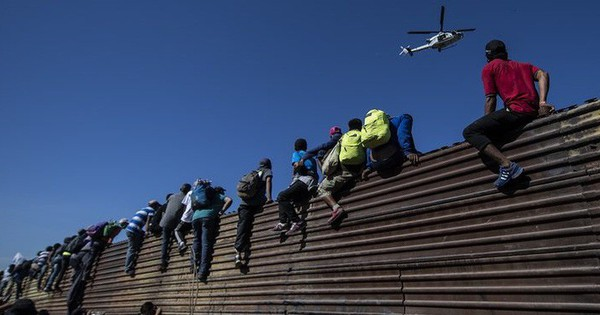Chuyện ít biết về khủng hoảng di cư Mỹ: Bài 1 – Sự điên rồ nơi biên giới Mỹ – Mexico