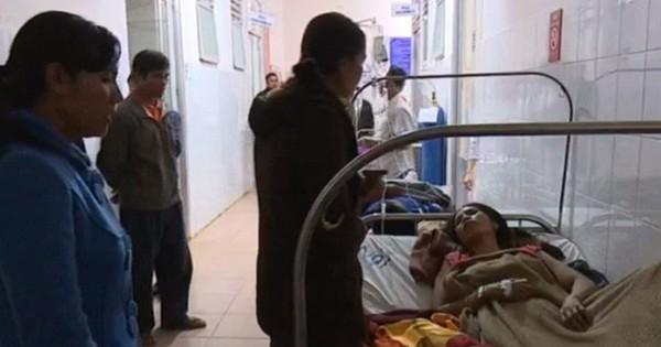 Đồ ăn tiệc cưới nhiễm khuẩn, 130 người nhập viện