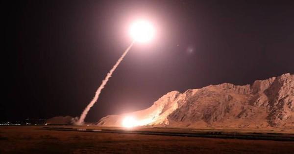 """Kho tên lửa đạn đạo """"khủng"""" nhất Trung Đông của Iran sẽ nhấn chìm QĐ Mỹ trong biển lửa?"""