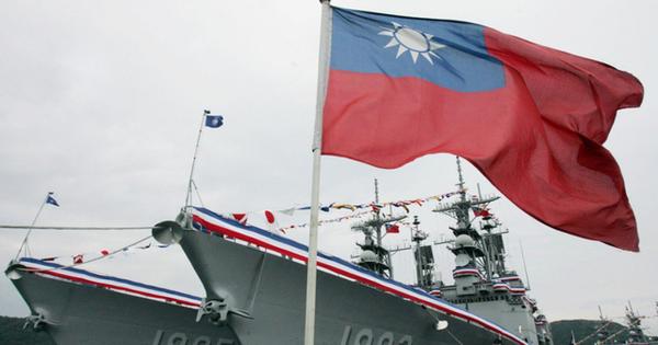 """""""Lập lờ"""" tàu Mỹ tại Eo Đài Loan và phản ứng """"nương theo"""" từ Bắc Kinh"""