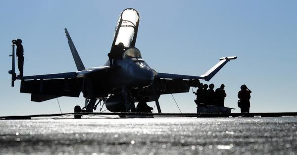 """Thiếu tàu sân bay: """"Võ mồm"""" vẫn là vũ khí duy nhất của Mỹ đối với Venezuela?"""