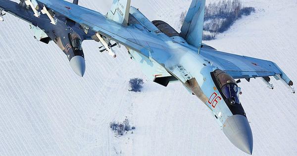 """Tại sao Su-35 vẫn chễm chệ chiếm giữ """"ngai vàng"""" trong Không quân Nga?"""