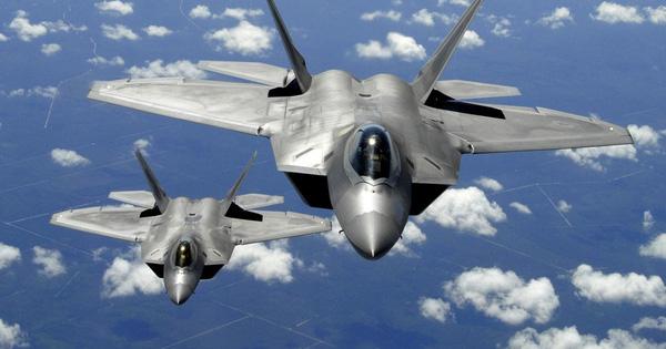 """Căng thẳng ở Iran: Mỹ điều F-22 đến dằn mặt, Nga """"ngỏ ý"""" chuyển giao S-400"""