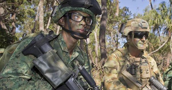 Thà định cư nước ngoài còn hơn phục vụ quân đội Singapore: Chế độ quân dịch nô lệ?
