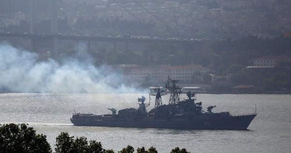 """Tàu chiến Nga """"đi giữa hai làn đạn"""" khi cố tình xâm nhập cuộc tập trận của Mỹ – Ukraine?"""