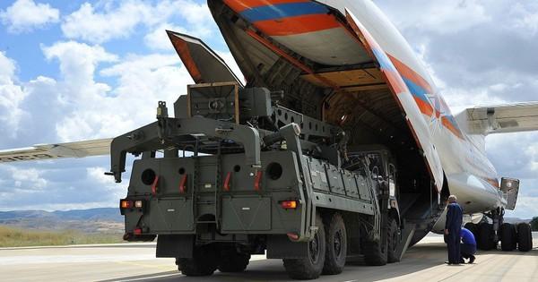 Vì sao Mỹ im lặng một cách kỳ lạ khi Thổ Nhĩ Kỳ nhận lô hàng S-400 đầu tiên từ Nga?