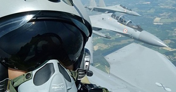 """Phi công Pháp """"choáng"""" với sự ưu việt của siêu tiêm kích Su-30"""