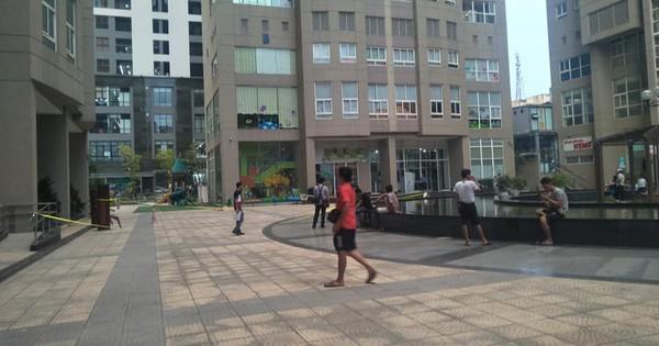 Hà Nội: Đi bộ trong sân chung cư bất ngờ phát hiện thi thể người đàn ông