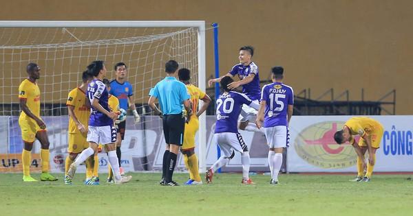 6 dấu ấn đáng nhớ của cuộc thư hùng Hà Nội FC vs Nam Định bị quả pháo sáng xấu xí che mờ