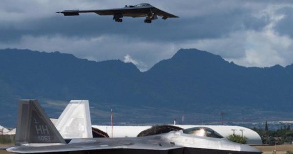 Căng thẳng Mỹ – Trung: Oanh tạc cơ B-2 trực chiến 24/7, tên lửa DF-26 vào vị trí