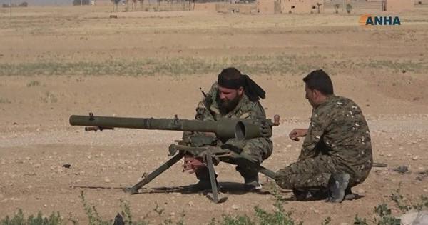Xem lô vũ khí phe phiến quân Syria thân Mỹ vừa tóm được của IS có gì mới?
