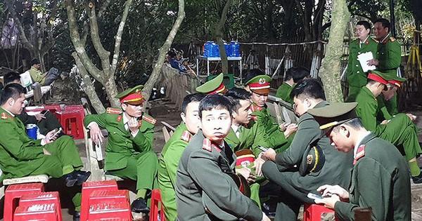 Tung hơn 2.000 cảnh sát rải khắp đền Trần trước giờ khai ấn
