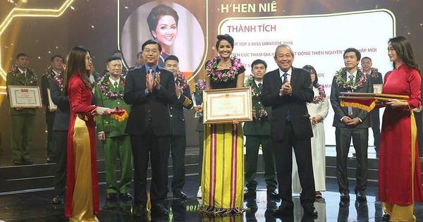 Trao giải 10 Gương mặt trẻ Việt Nam tiêu biểu năm 2018