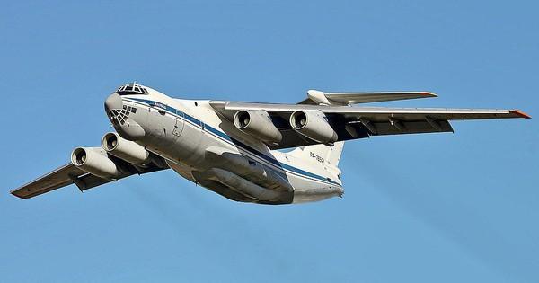 Mang ngựa thồ Il-76 của không quân Nga đi ném bom?