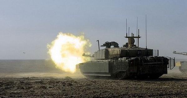 """[ẢNH] """"Lô cốt di động"""" Challenger 2 sống sót sau khi trúng… 70 phát đạn chống tăng"""