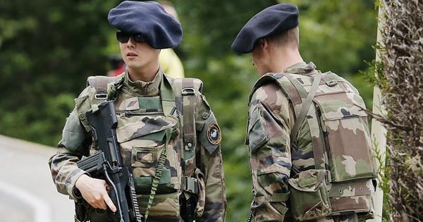 Pháp đưa quân đội, xe tăng áp sát biên giới Nga: Đe dọa Moscow?