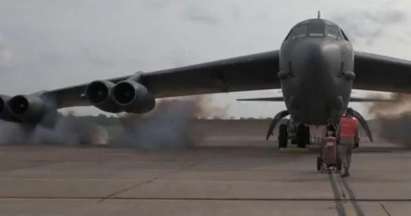 Máy bay ném bom B-52 của Mỹ được khởi động bằng… thuốc nổ