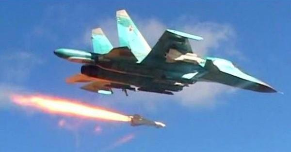 Không quân Nga dồn dập không kích Idlib, Syria giữa trời tối
