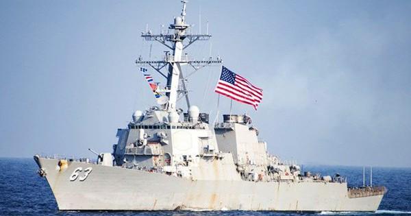 """Trung Quốc bất ngờ """"hạ giọng"""" sau vụ hai tàu chiến Mỹ đi qua eo biển Đài Loan"""