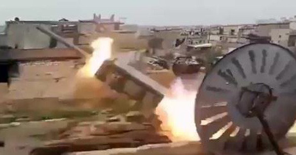 """Chiến sự Syria: Phiến quân dùng tên lửa """"khủng"""" tấn công căn cứ Hmeimim, Nga """"trút đòn"""" giận dữ"""