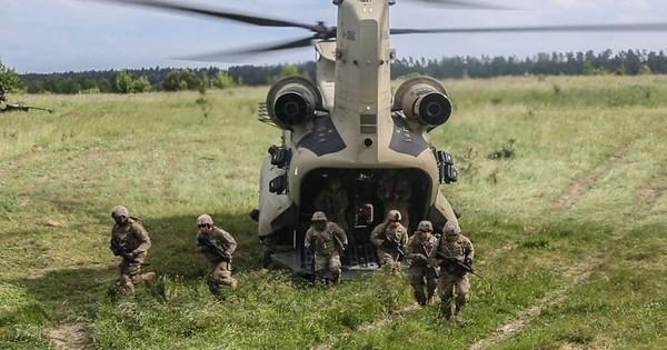 """Mỹ đã sẵn sàng đưa quân đến """"sát nách"""" Nga"""