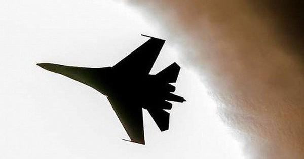 """Video: Cận cảnh tiêm kích Nga """"rượt đuổi"""" B-52H của Mỹ"""