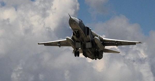 Khoảnh khắc máy bay ném bom Su-24 của Nga lượn sát tàu sân bay NATO trên biển Baltic