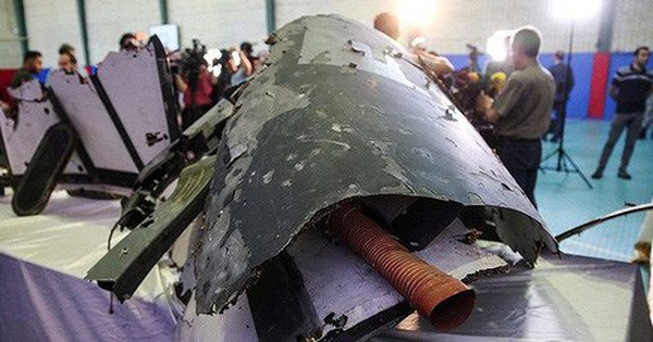 """Động thái bất ngờ của Iran khiến Mỹ """"sôi máu"""": Chuyển mảnh vỡ UAV Mỹ bị bắn hạ cho Nga?"""