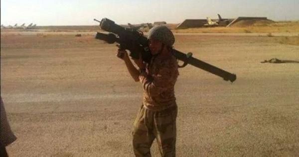 """Thổ Nhĩ Kỳ bàn giao cho phiến quân Syria tên lửa phòng không di động """"Stinger""""?"""