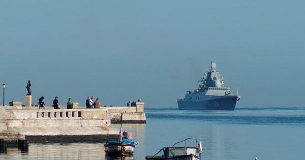 """Tàu chiến Nga xuất hiện ở """"cửa ngõ"""" nước Mỹ, Washington vội điều tàu giám sát"""