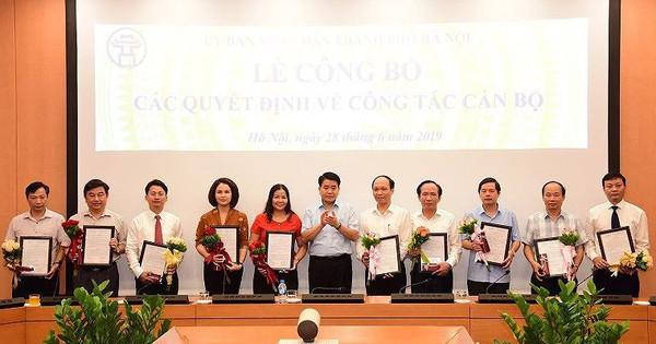 Chủ tịch Hà Nội Nguyễn Đức Chung trao một loạt quyết định nhân sự