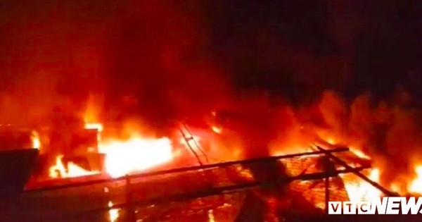 Cháy khủng khiếp chợ ở Đắk Lắk, gần 50 cửa hàng bị thiêu rụi