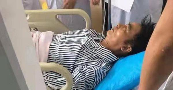 """Sốc: """"Ông trùm phim 18+ Hong Kong"""" Nhậm Đạt Hoa bị người lạ dùng dao đâm ngay giữa sự kiện, vào viện khẩn cấp"""