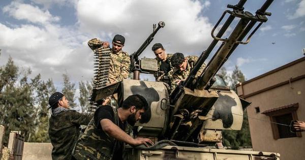 Libya kẹt giữa cảnh tiến thoái lưỡng nan giữa nhiều thế lực, 'bóng ma' kịch bản Syria đang được lặp lại?