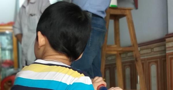 """Bé trai bị bố bỏ rơi tại tòa kèm lời nhắn """"tôi không đẻ, tôi không nuôi"""": Đã liên hệ gia đình nhưng không ai tới nhận"""