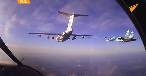 Cận cảnh tiêm kích Su-34 tiếp nhiên liệu trên độ cao 6000m