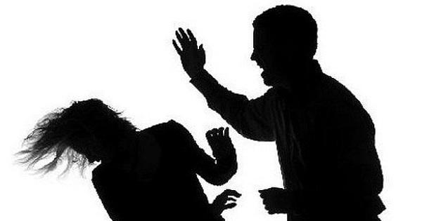 Con rời lớp trễ, người cha dùng nón bảo hiểm đánh tới tấp khiến cô giáo ở Long An bất tỉnh