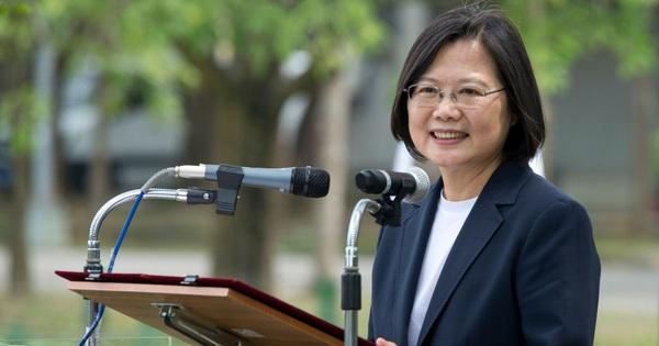 """Ngoại trưởng Mỹ trực tiếp gọi bà Thái Anh Văn bằng từ """"cấm kỵ"""", Hoàn cầu: Máy bay, tàu chiến của TQ càng gần Đài Loan"""