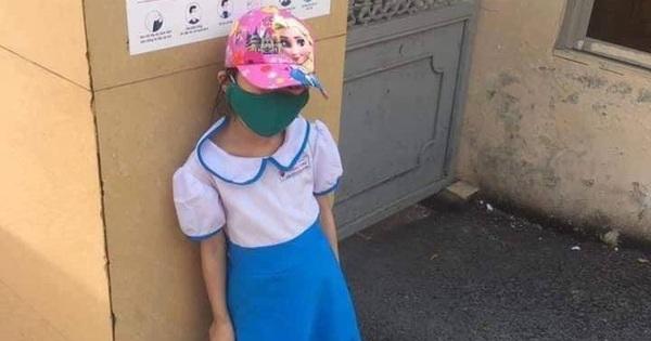 """Nhà trường đang kiểm tra clip học sinh đứng nắng ở cổng trường nghi có dấu hiệu """"dàn dựng"""""""