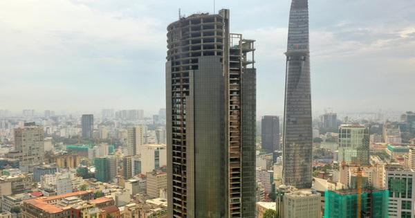 """[Flycam] Tòa nhà từng được kỳ vọng cao thứ 3 Việt Nam bị """"đóng băng"""" gần 10 năm ngay giữa trung tâm TP. HCM"""