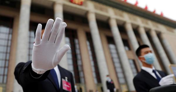 24h qua ảnh: Nhân viên an ninh bảo vệ Đại lễ đường Nhân dân Trung Quốc