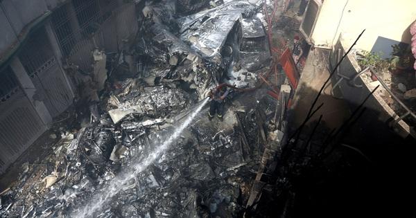 1 trong 2 người sống sót trong vụ tai nạn máy bay Pakistan: Tôi thấy lửa và tiếng la hét